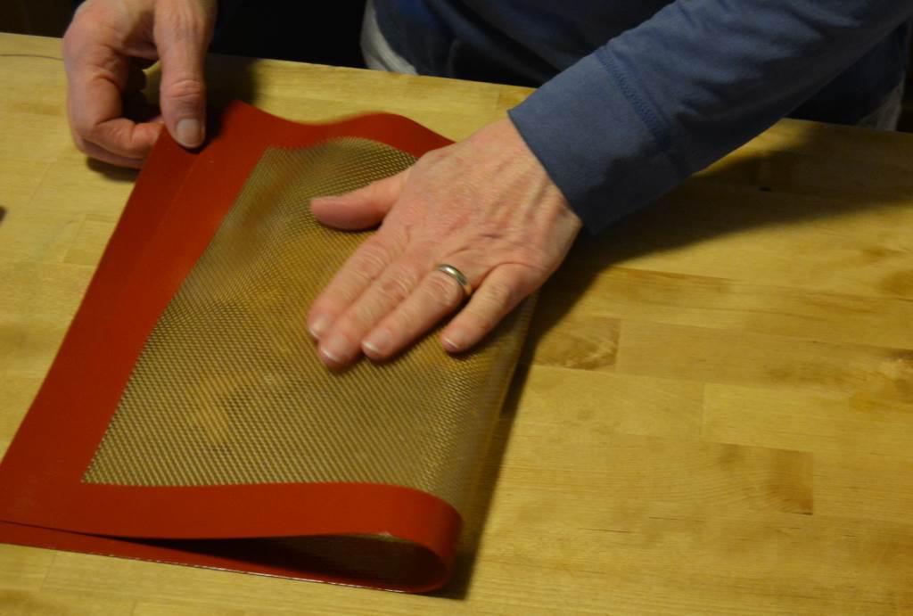 folding-cashew-brittle-silpat-short