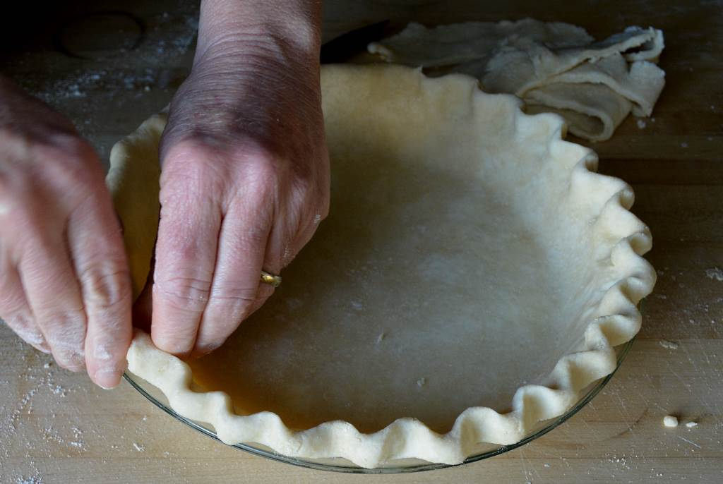 Best-Pie-Dough-crimping-2