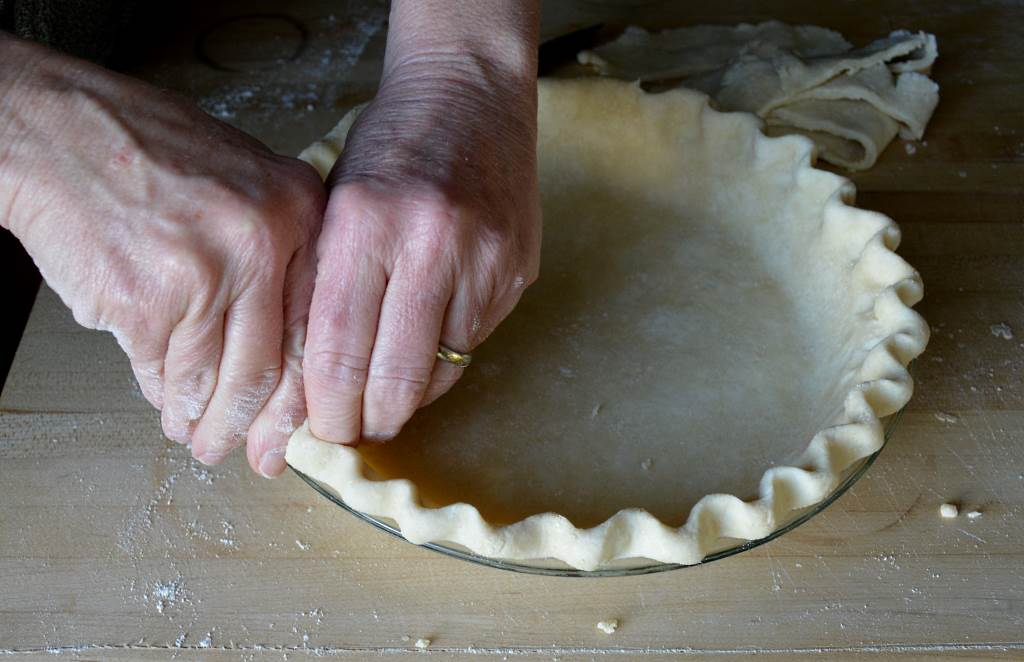 Best-Pie-Dough-crimping-3