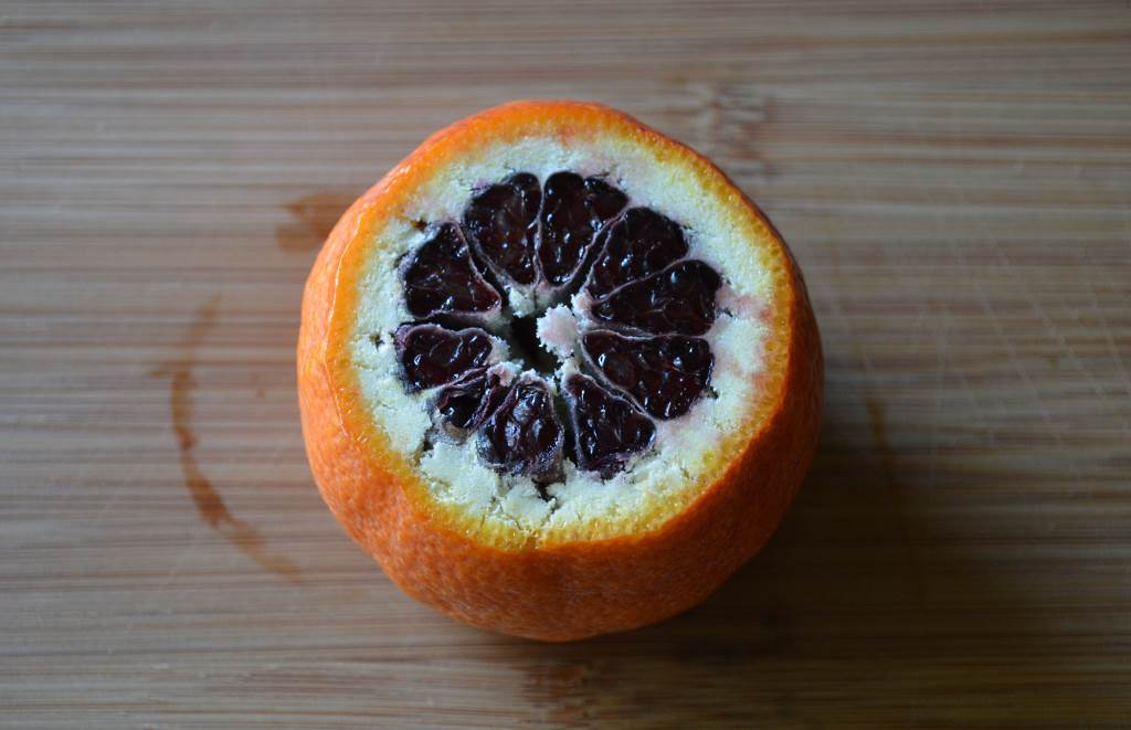 Painted-Tart-with-Blood-Oranges-top-bottom-removed-for-slicing