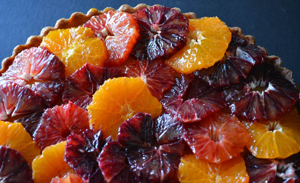 Painted-Tart-with-Blood-Oranges-top-view
