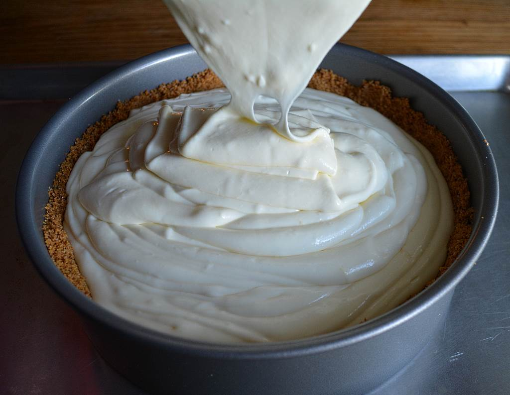 cheesecake-batter-pouring