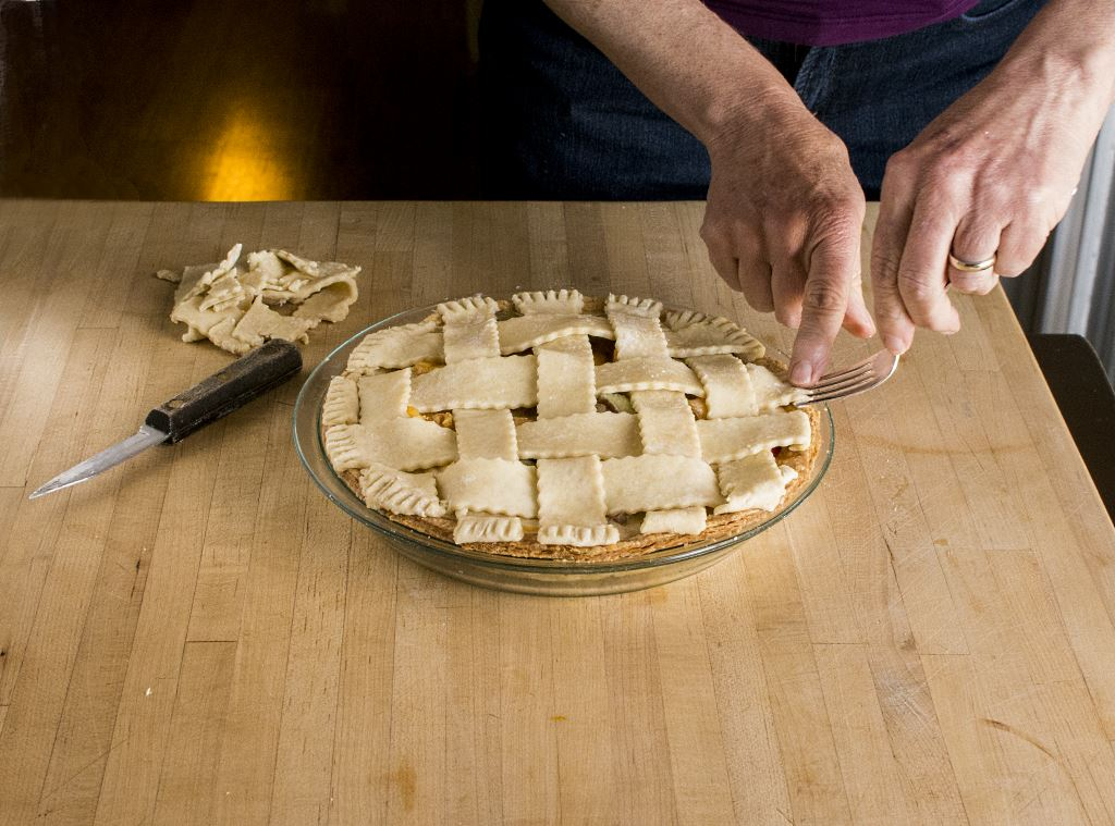 Crimping the Lattice Strips with a Fork