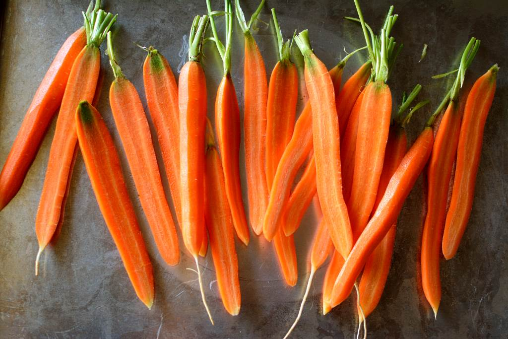 cut-carrots-to-roast-resting