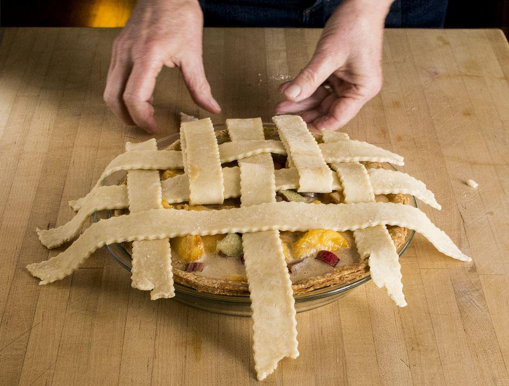 Weaving Lattice on Pie